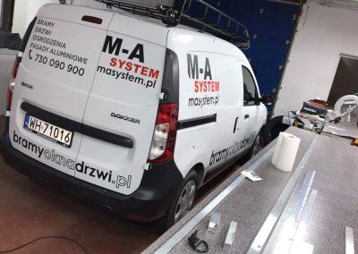 Dacie Dokker oklejanie pojazdów dostawczych Poznań